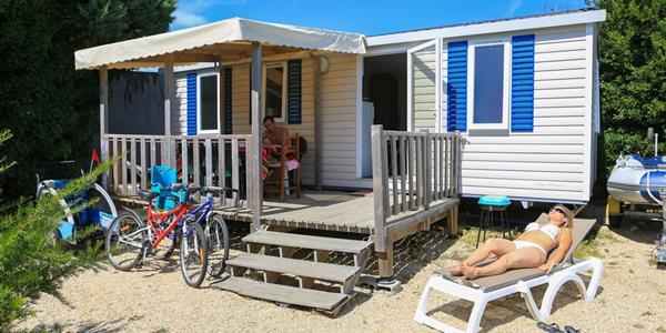 un camping au bord de la mer pour se ressourcer l 39 asie et l 39 orient. Black Bedroom Furniture Sets. Home Design Ideas
